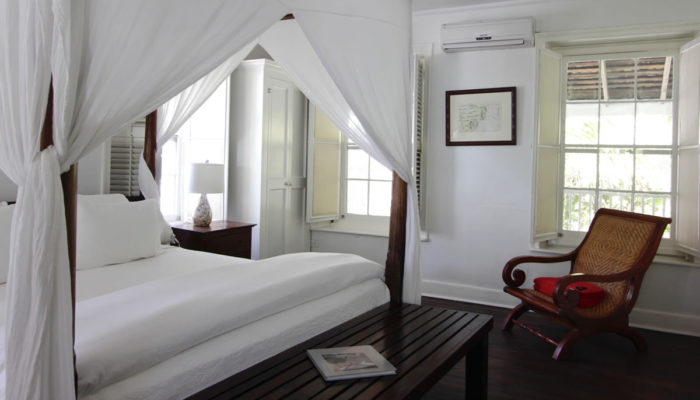 Harbour Island Landing - Alamander Room - King bed, harbour view