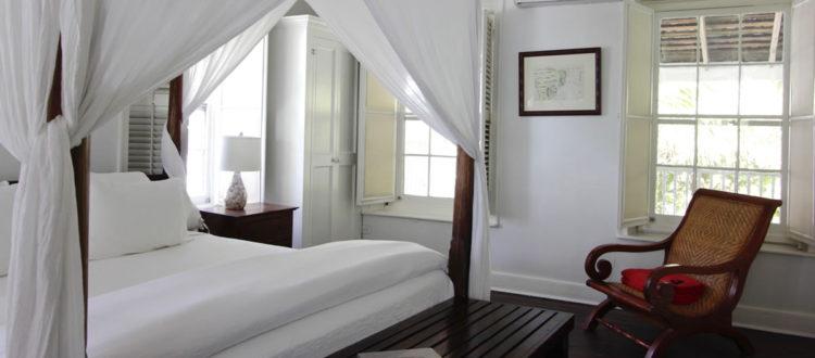 Harbour Island Landing - Alamander Room - King bed, harbour view